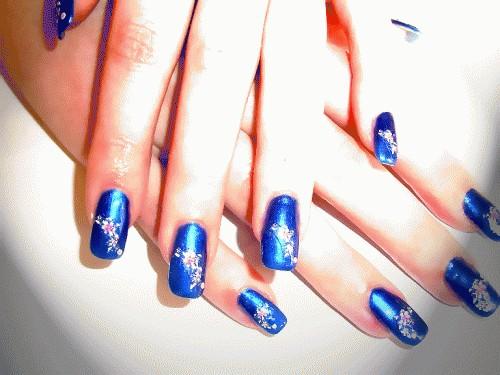 Як намалювати квіти на нігтях