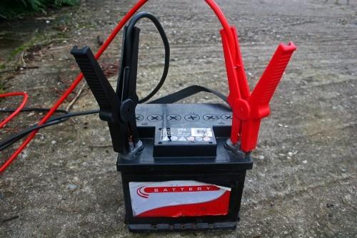 Як зарядити акумулятор автомобіля